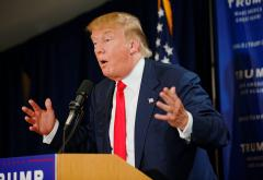 Donald_Trump_Laconia_Rally,_Laconia,_NH_4_by_Michael_Vadon_July_16_2015_03.jpg