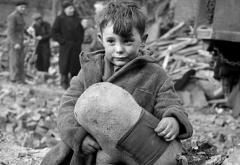 rsz_578px-toni_frissell_abandoned_boy_london_1945.jpg