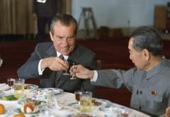 1920px-Nixon_and_Zhou_toast.jpg