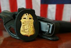 FBI_Badge_&_gun.jpg