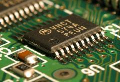 Integrated_circuit_on_microchip.jpg