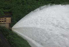 Water_flow_on_nerimangalam_dam.JPG