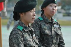 First_ROK_female_soldiers_earn_coveted_EIB_141031-A-BH123-003.jpg