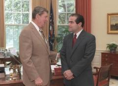 President_Ronald_Reagan_and_Judge_Antonin_Scalia_confer_in_the_Oval_Office,_July_7,_1986.jpg