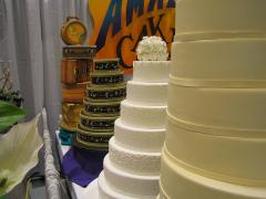 1280px-At_the_Seattle_Bridal_Show2.jpg