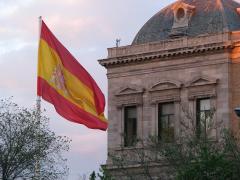 1280px-Bandera_Nacional_de_España_(Pl._Colón,_Madrid)_03.jpg