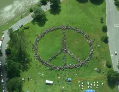 1280px-Human_Peace_Sign.jpg
