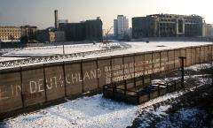 Berlin_Wall_Potsdamer_Platz_November_1975_looking_east_crop.jpg