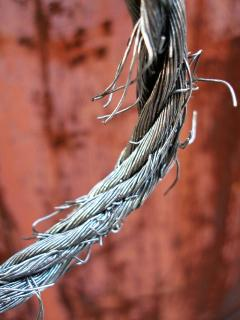 Fraying_wire_rope.jpg
