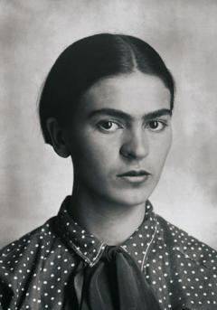 Frida_Kahlo,_by_Guillermo_Kahlo_2.jpg