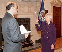 Janet_yellen_swearing_in_2010