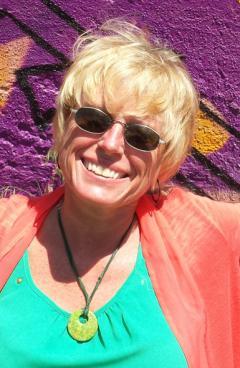 Karen De Coster
