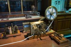Morse_telegraph_machine_-_0135.jpg