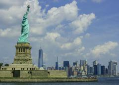 Statue_of_Liberty_with_skyline.jpg