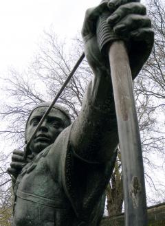 Statue_of_Robin_Hood.jpg