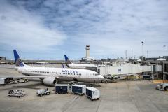United_B737_at_Cleveland_Airport.jpg