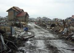 aftermath_of_tsunami_Sumatra,_Indonesia.jpg